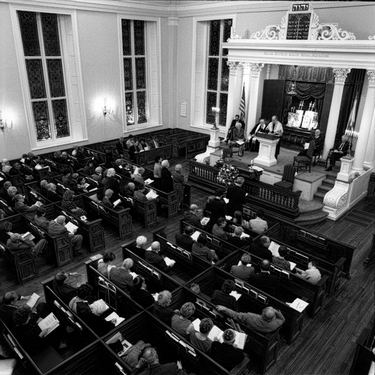 Photograph of Kahal Kadosh Beth Elohim's Friday night service celebrating the 250th anniversary of the congregation.